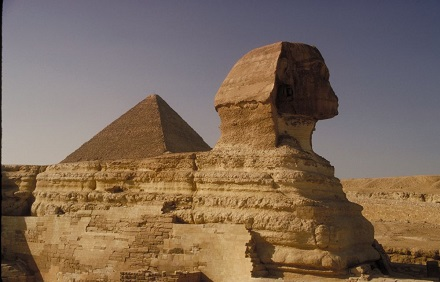 Sphinx neben Pyramide © Corel Stock