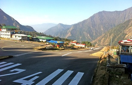 Hillary Tensing Airport in Lukla - Foto: S. Witthauer